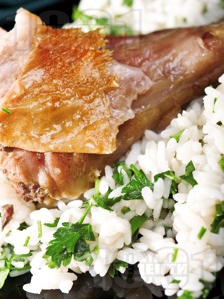 Печено агнешко бутче върху ориз с джинджифил и естрагон на фурна - снимка на рецептата